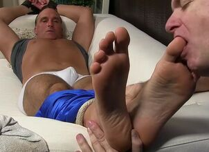 Blowjob feet up